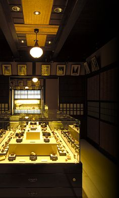 Kyoto Seishu Netsuke Museum display Museum Displays, Japan Art, Poker Table, Kyoto, Art Museum, Museums, Collection, Japanese Art, Museum Of Art