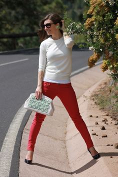 Red jeans outfit. I love the contrast of the purse.