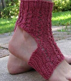 Last-Minute Lace Yoga Socks - a free pattern