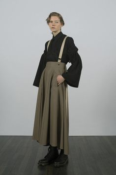 Y's Resort 2019 Fashion Show Collection: See the complete Y's Resort 2019 collection. Look 27 High Fashion, Fashion Show, Fashion Outfits, Womens Fashion, Queer Fashion, Runway Fashion, Fashion Trends, Androgynous Fashion, Androgyny