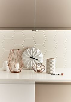 tiled splashbacks you shouldn't be afraid to use in 2019 Matte white hexagon tiles adds modern texture to this kitchen. Image sourceMatte white hexagon tiles adds modern texture to this kitchen. Kitchen On A Budget, Home Decor Kitchen, Interior Design Kitchen, Kitchen Lamps, Kitchen Paint, Geometric Tiles, Hexagon Tiles, Cashmere Kitchen, Bathroom Tile Designs