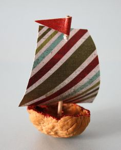 Create these cute boat ornaments using walnut shells, toothpicks, pretty paper and a little hot glue. Traditional Christmas Ornaments, Christmas Tree Ornaments, Christmas Decor, Acorn Crafts, Pine Cone Crafts, Christmas Crafts For Kids, Holiday Crafts, Ornament Crafts, Nature Crafts