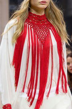 Veronique Branquinho im Frühjahr 2016 der Paris Fashion Week , Veronique Branquinho at Paris Fashion Week Spring 2016 Veronique Branquinho auf der Paris Fashion Week Frühjahr 2016 - (Details). Crochet Collar, Crochet Shawl, Crochet Lace, Fashion Models, Girl Fashion, Veronique Branquinho, Bikinis Crochet, Mode Crochet, Crochet Woman