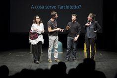 La performance teatrale: Architetti, istruzioni per l'uso. Dialoghi teatrali semiseri in scena al Teatro Vittoria. © Edoardo Piva