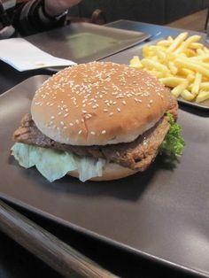 mittags bei Cara: Burger mit Pommes in Regensburg