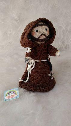 São Francisco de Assis Grande > 20 Cm toda em crochê linha de algodão Crochet Angels, Crochet Art, Crochet Dolls, Crochet Patterns, Booties Crochet, Handmade Crafts, Diy And Crafts, Crochet Projects, Craft Projects