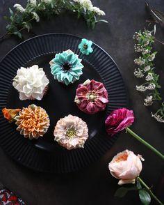 """좋아요 307개, 댓글 7개 - Instagram의 청담 수케이크 (atelier soo)(@soocake_ully)님: """"ㅡ 자연색으로 영감받기. 생화보며 조색하기 ㅡ B course #compositebouquet #flower #cake #flowercake #partycake…"""""""