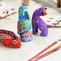 This Mexico City art class features a local art expert who will teach you about Alebrije figurines and will guide you to make your own! Mexican Crafts, Mexican Folk Art, Art Lessons For Kids, Art For Kids, Third Grade Art, Hispanic Art, Mexican People, Animal Art Projects, Mexico Art