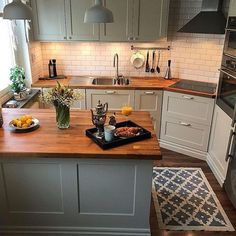 39 Magnificient Small Kitchen Design Ideas On A Budget Having a huge ki. - 39 Magnificient Small Kitchen Design Ideas On A Budget Having a huge kitchen complete with - Home Decor Kitchen, Rustic Kitchen, Diy Kitchen, Kitchen Dining, Kitchen Cabinets, Huge Kitchen, White Cabinets, Kitchen Flooring, Boho Kitchen