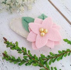 poinsettia-felt-flower-snap-hair-clip