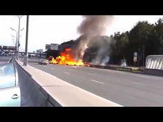 Caminhão bate e explode