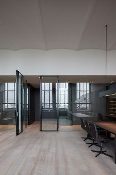 If we at TCH were to establish a new office, this is what it could look like. A clean, minimalist space, with a touch of history and elegance. The 150 square meter office is located in Kortrijk, Belgium, in a historically important, restored textile weaving factory from the early part of 1900. Vincent Van Duysen …