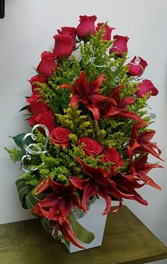 If you are fortunate enough to be in a position to grow flowers in your garden, bring them indoors whenever possible after cutting. Flowers have various meanings. Valentine Flower Arrangements, Large Flower Arrangements, Christmas Floral Arrangements, Valentines Flowers, Vase Arrangements, Holiday Centerpieces, Floral Centerpieces, Altar Flowers, Church Flowers