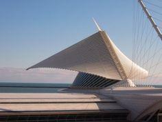 Milwaukee, WI : Milwaukee Art Museum designed by noted architect, Santiago Calatrava. Architecture Today, Museum Architecture, Futuristic Architecture, Amazing Architecture, Architecture Details, Interior Architecture, Interior Design, Unusual Buildings, Interesting Buildings
