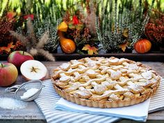 Křehký koláč s jablky (Apple pie) Apple Pie, Food Styling, Camembert Cheese, Treats, Cookies, Baking, Ethnic Recipes, Sweet, Autumn