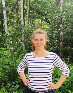 Emilia Bjuggren (S), oppositionsborgarråd från Gröndal. Fotad i Gröndal direkt efter en dörrknackning, augusti 2014.