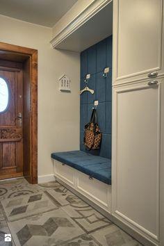 realizacja domu w Chodziezy - zdjęcie od EWEM aranżacja wnętrz Edyta Wełnicka - Hol / Przedpokój - Styl Tradycyjny - EWEM aranżacja wnętrz Edyta Wełnicka