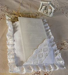 Simple yet elegant, this lovely pillow holder for wafer (oplatek) and hay (sianko) has specifically been designed to decorate the Christmas Eve (Wigilia) dinner table...