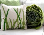 are these not just adorable pillows! i found them on etsy about a month ago. i'm so into pillows. Sewing Pillows, Diy Pillows, Decorative Pillows, Throw Pillows, Green Pillows, Cushion Covers, Pillow Covers, Felt Pillow, Quilt Modernen