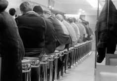 "tamburina: ""David Hurn, Restaurant, New York, 1962 "" Manhattan Restaurants, American Diner, Restaurant New York, Photographer Portfolio, Documentary Photographers, Man Images, Magnum Photos, National Museum, Candid"