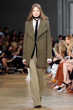 color verde olivo tendencias moda pasarelas celebridades | Galería de fotos 15 de 19 | Glamour
