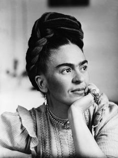 Portrait of Frida Kahlo Mexican painter, wife of Diego Rivera. Diego Rivera, Frida E Diego, Frida Art, Kahlo Paintings, Art Paintings, Frida Kahlo Portraits, Thick Eyebrows, Mexican Artists, Monochrome Photography