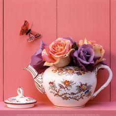 Theiere de Roses Art Print