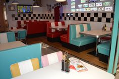 #arredo annni 50 #lusima #arredamento americano anni 50 #arredo vintage #www.americanstylelusima.it #divanetto vintage #booth #tavolo anni 50 #sedia anni 50 #chairs #sgabello vintage #barstools