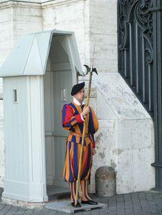 ITALY-ROME 061004-Vatican-Swiss Guard