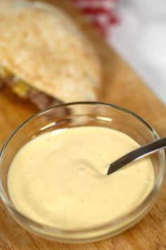 The BEST burger sauce recipe you& ever try! With only a few simple ingredients, it& ready in 5 mins. Perfect for burgers, fries, meatloaf and more! Good Burger Sauce Recipe, Best Burger Sauce, Burger Sauces Recipe, The Best Burger, Burger Recipes, Sauce Recipes, My Recipes, Cooking Recipes, Favorite Recipes