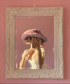 It's very good photography. Aesthetic Vintage, Aesthetic Photo, Pink Aesthetic, Aesthetic Pictures, Foto Fantasy, Retro, Tout Rose, Princess Aesthetic, Foto Pose