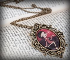 Cameo pendant necklace Illustration : Oh la la by porquesuenio