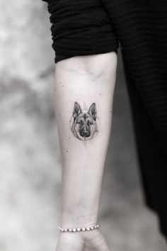 Photo of Aureo Roma Tattoo & Gallery Roma Italy. Micro Realistic Dog toll - Photo of Aureo Roma Tattoo & Gallery Roma Italy. Dog Tattoos, Mini Tattoos, Animal Tattoos, Cute Tattoos, Body Art Tattoos, Small Tattoos, Tattoo Perro, Dog Portrait Tattoo, German Shepherd Tattoo
