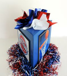 Simple sports centerpiece Could have team logo, sponsor names, teams participating. Baseball Party Centerpieces, Bat Mitzvah Centerpieces, Balloon Table Centerpieces, Banquet Centerpieces, Centerpiece Ideas, Basketball Cupcakes, Basketball Decorations, Sports Themed Birthday Party, Basketball Birthday Parties