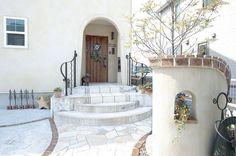 Porch Wall, Door Gate, House Entrance, Floor Design, Garden Paths, Interior Architecture, My House, Beautiful Homes, Villa
