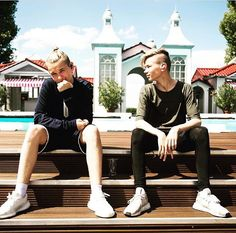 Chillin' here at ZDF Fernsehgarten If you wanna join us tomorrow at the show we have 10 tickets to give away! Meet us at Hotel Hilton Rheinstrasse, Mainz tonight. Instagram 2017, Instagram Posts, Dream Boyfriend, I Go Crazy, Black Wallpaper Iphone, Gif Photo, Love U Forever, Twin Brothers, Norway