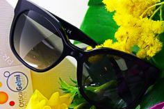 Un modello femminile, evergreen, dalla montatura nera: #occhiali da sole #Prada #eyewear #sunglasses #PE2015