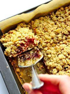 Szybkie ciasto z dżemem i owsianą kruszonką Delicious Desserts, Yummy Food, Yummy Recipes, Cake Cookies, Acai Bowl, Oatmeal, Food And Drink, Sweets, Baking