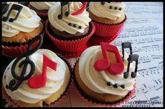 Have a musical night with your friends and make desserts with music notes