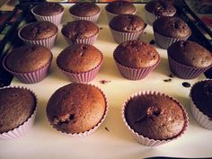 Brioșe cu dulceață de vișine | Laura Laurențiu Cheesecake Cupcakes, Cheesecakes, Delicious Desserts, Deserts, Muffin, Breakfast, Sweet, Drink, Food And Drinks