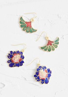 This dangling earring set is comprised of sapphire blue flowers with a pink gradient center, and green flowers with fan-shaped petals. Gold Hoop Earrings, Unique Earrings, Dangle Earrings, Simple Frocks, Tropical Outfit, Stylish Backpacks, Faux Leather Belts, Floral Headbands, Hat Hairstyles