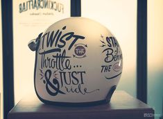 Bell RT Hand Painted by Brusco.es #bruscoartworks #bellhelmets #bell #signpainter #1shot #helmet #lettering