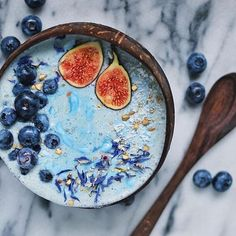 INSPIRATION: Triple Blue Smoothie Bowl by @paleoandplants  Smoothie base = Frozen bananas & zucchini, coconut milk, cashews, vegan protein powder, and blue algae powder. Swirl in coconut yogurt and top with seeds, cornflowers, blueberries, and figs.