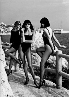 Versace Campaign SS 1986 - Tatjana Patitz and Others by Helmut Newton