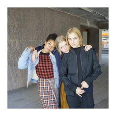 WEBSTA @ bignurzurich - Zusammen erobern sie die Tanzflächen der Stadt und machen sich erst auf den Heimweg, wenn andere schon wieder zur Arbeit fahren... // SEE MORE: link in Link in #bio /LOOKBOOK-hw16 // styling: @flakajahaj / HM: @caitdobozi / photo: @norettte / production: @yarceasy #bignurzurich #lookbook #fall #winter #squad
