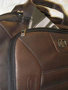"""servieta OGIO, piele naturala COLUMBIANA, 43x32x10cm, laptop 17"""" pasaj troler FanCourier http://wp.me/pg0Vx-28c via @GENTOSENII geanta din piele naturala / servieta de umar. producator: OGIO (OGIO este un respectat producator din USA pentru gentile de Golf). material: piele naturala (de bovina); tip piele: columbian (catifelat), culoare/ nuanta: maro. dimensiuni (format european): 43.2×32.4x10cm, . geanta piele naturala / servieta de umar / producator: OGIO …pentru detalii, clic aici! ..."""