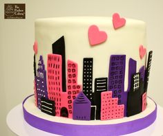 urban skyline cake topper Cupcake Cookies, Cupcake Toppers, Flash Cake, Nyc Cake, New York Cake, Valentines Day Hearts, Wedding Cupcakes, Fondant Cakes, Cake Creations