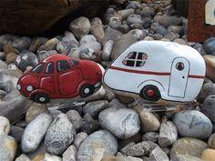 car & caravan : painted pebbles… An incredibly creative pair of painted rocks! Pebble Painting, Pebble Art, Stone Painting, Rock Painting Ideas Easy, Rock Painting Designs, Stone Crafts, Rock Crafts, Caravan Paint, Caravan Decor