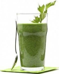 Smoothies are not only yummy, but they can be beneficial for your health as well when made with the right ingredients. From fruit smoothies to green smoothies, there are many ways to make smoothies… Green Smoothie Recipes, Healthy Smoothies, Smoothie Diet, Healthy Foods, Healthy Eating, Kool Aid, Bebidas Detox, Full Body Detox, Homemade Detox