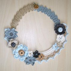Gray and beige flowers crochet necklace. Crochet Accessories, Handmade Accessories, Women Accessories, Crochet Collar, Lace Collar, Crochet Flower Tutorial, Crochet Flowers, Victorian Collar, Crochet Cushion Cover